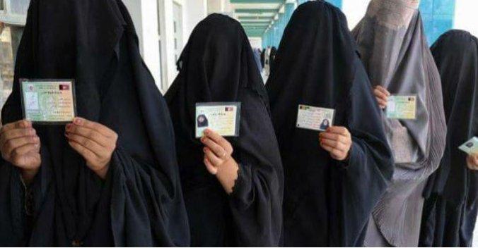 On va se faire assermenter ds le beau pays de Calinours #TrudeauAllahou Akbar!#islam #polcan #polqc #assnat #laïcité #tchador #couillard<br>http://pic.twitter.com/V5pWHk01Cv
