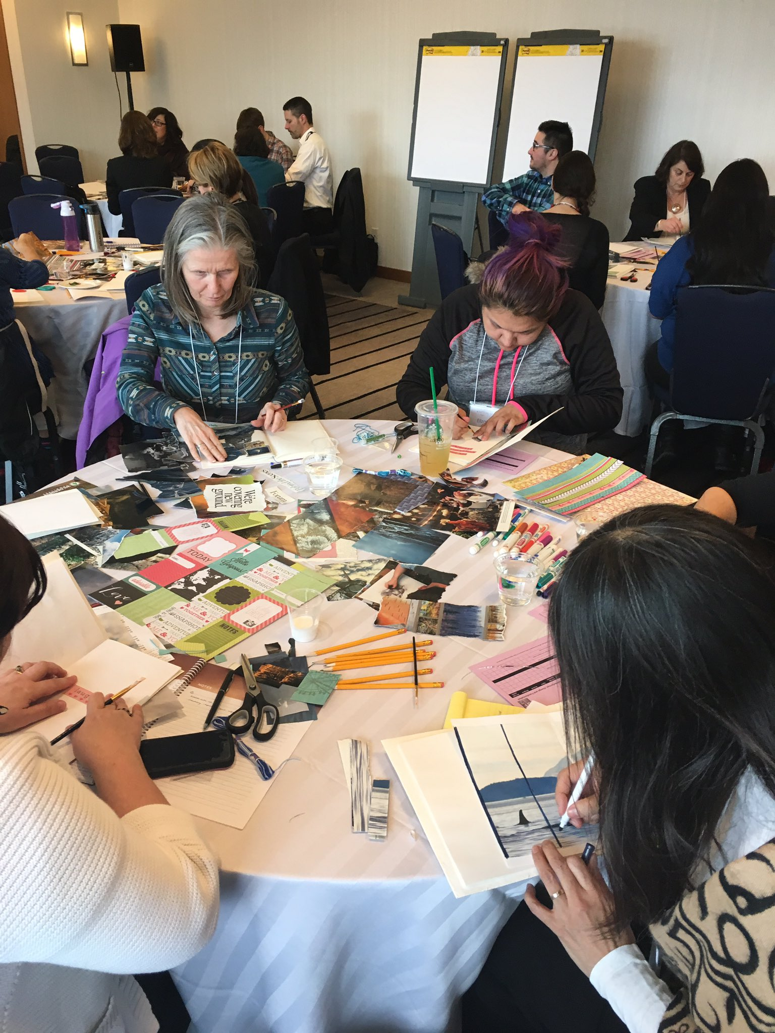 Visual stories are key in learning for settler people about Indigenous people. Participants in action! #QF17 #culturalhumility #bchc https://t.co/6PPNqb1Zo6