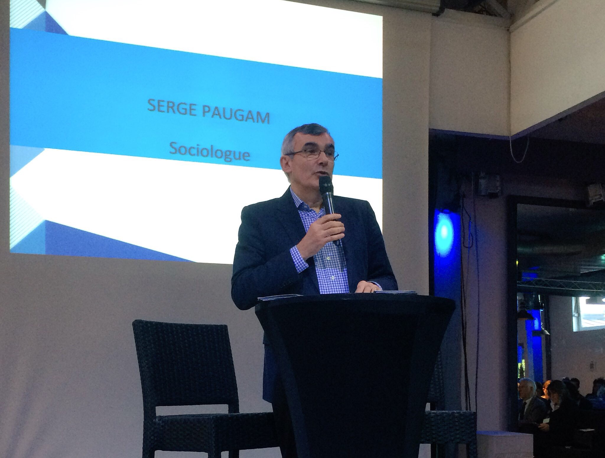 Serge Paugam apporte un éclairage sociologique à la question de la grande pauvreté. #pauvretéréussitescolaire https://t.co/xaffRYunkV