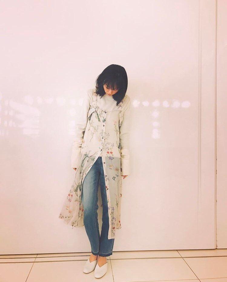 春コーデの私服の桐谷美玲