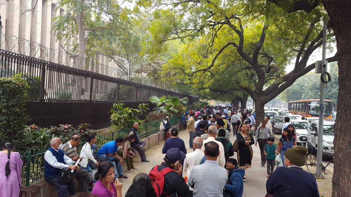 Line outside @RBI today, roughly four months after demonetisation. https://t.co/ODN0CbYaaO
