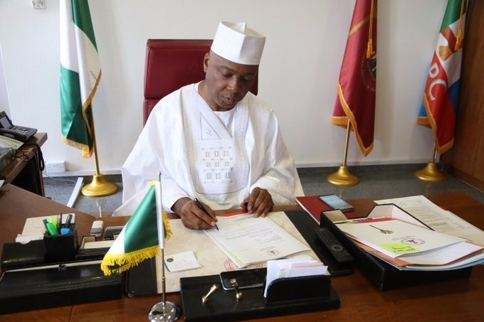 Saraki signs Senate's notice to Executive on confirmation of Onnoghen