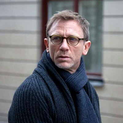 HAPPY BIRTHDAY TO MY FAVORITE ACTOR, DANIEL CRAIG.