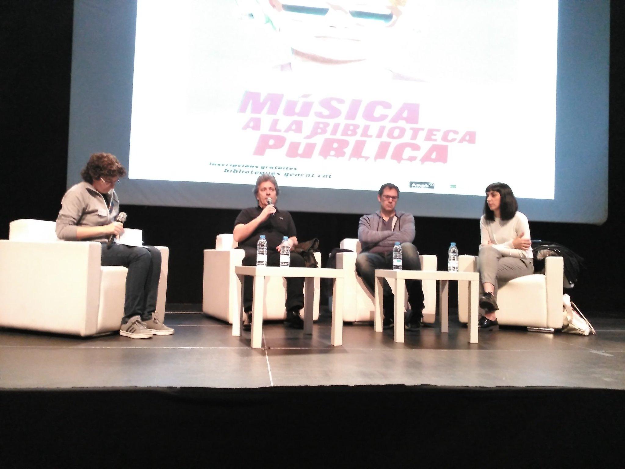 Comença la taula rodona sobre la difusió musical a través dels mitjans amb Ignacio Julià, @nandocruz32 i @TitaDesustance #bibandplay https://t.co/aKoEsW5Sfa