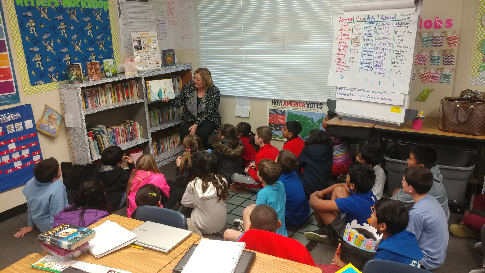 #ReadAcrossAmerica Day! @DUSDSupt visited room 25 to read a childhood fave by #DrSeuss #JDSDolphins @DUSD4kids https://t.co/K6mCWHZUvP