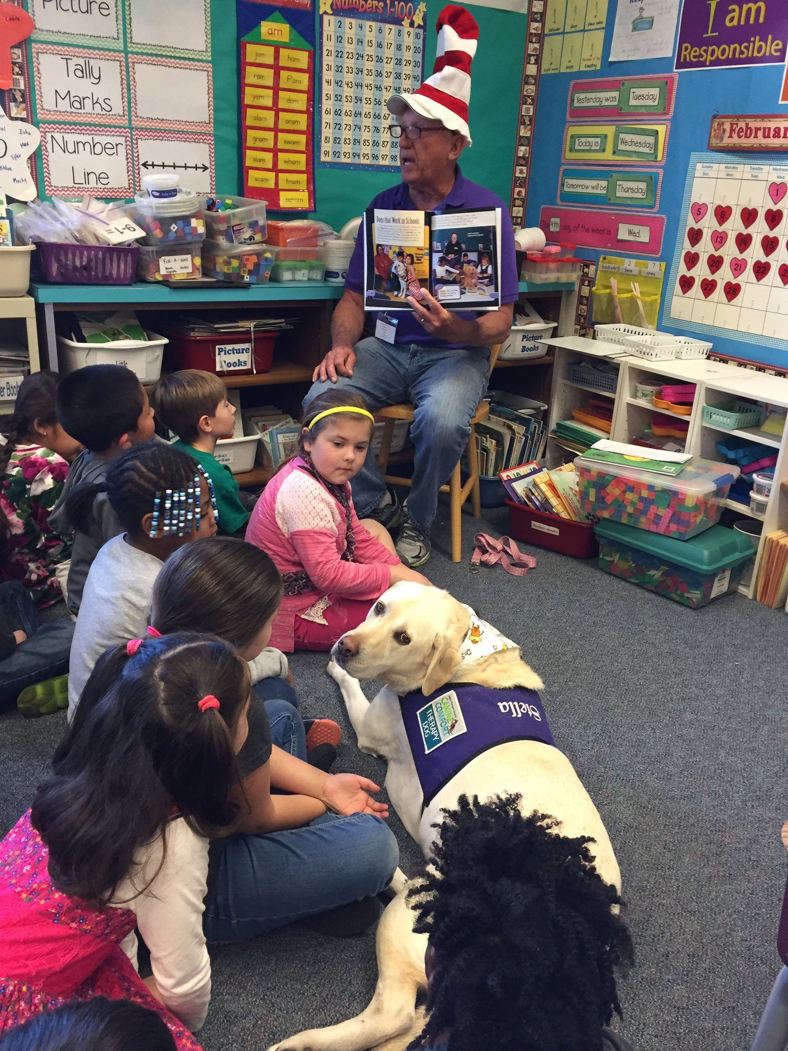 Even a therapy dog came to celebrate #ReadAcrossAmerica wth our first graders @DUSD4kids @FredPrincipal https://t.co/D6ZTmT0PVR