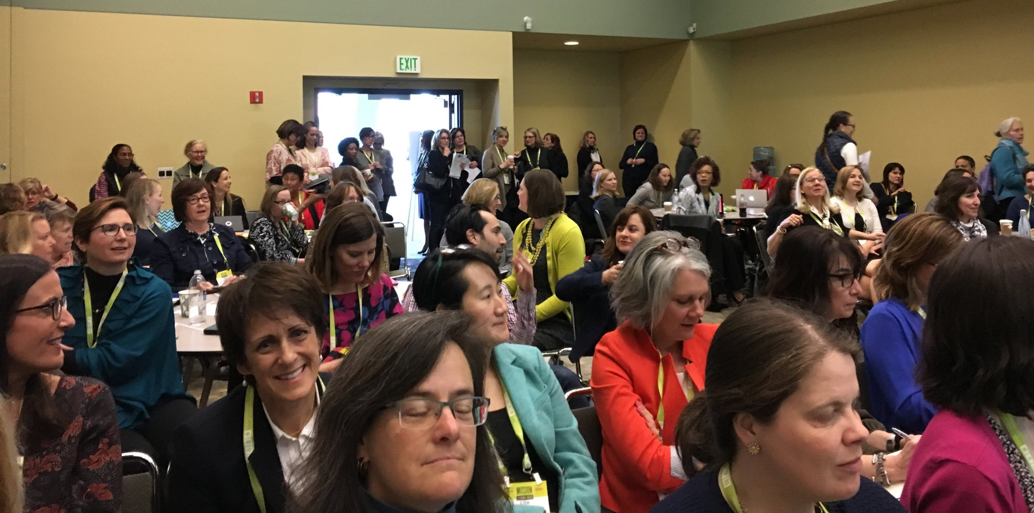 Standing room only and lots of great energy in the room! Best practices for women leaders. #naisac https://t.co/X6fK98KiEc