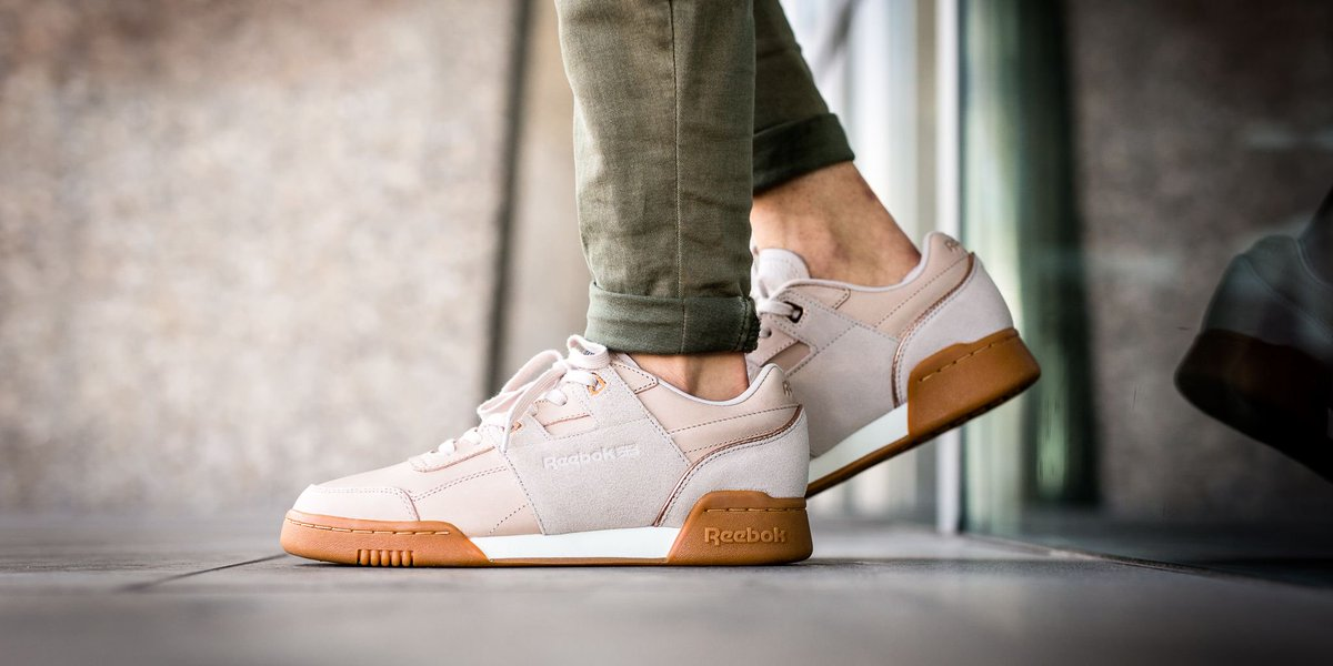 ced0fdde3ba NEW IN! Reebok Workout Lo Plus Golden - Vegtan-Moon White Chalk Rose Gold  Lead-Gum shop here  http   bit.ly 2mizZ25 pic.twitter.com 2msF1jgfNd