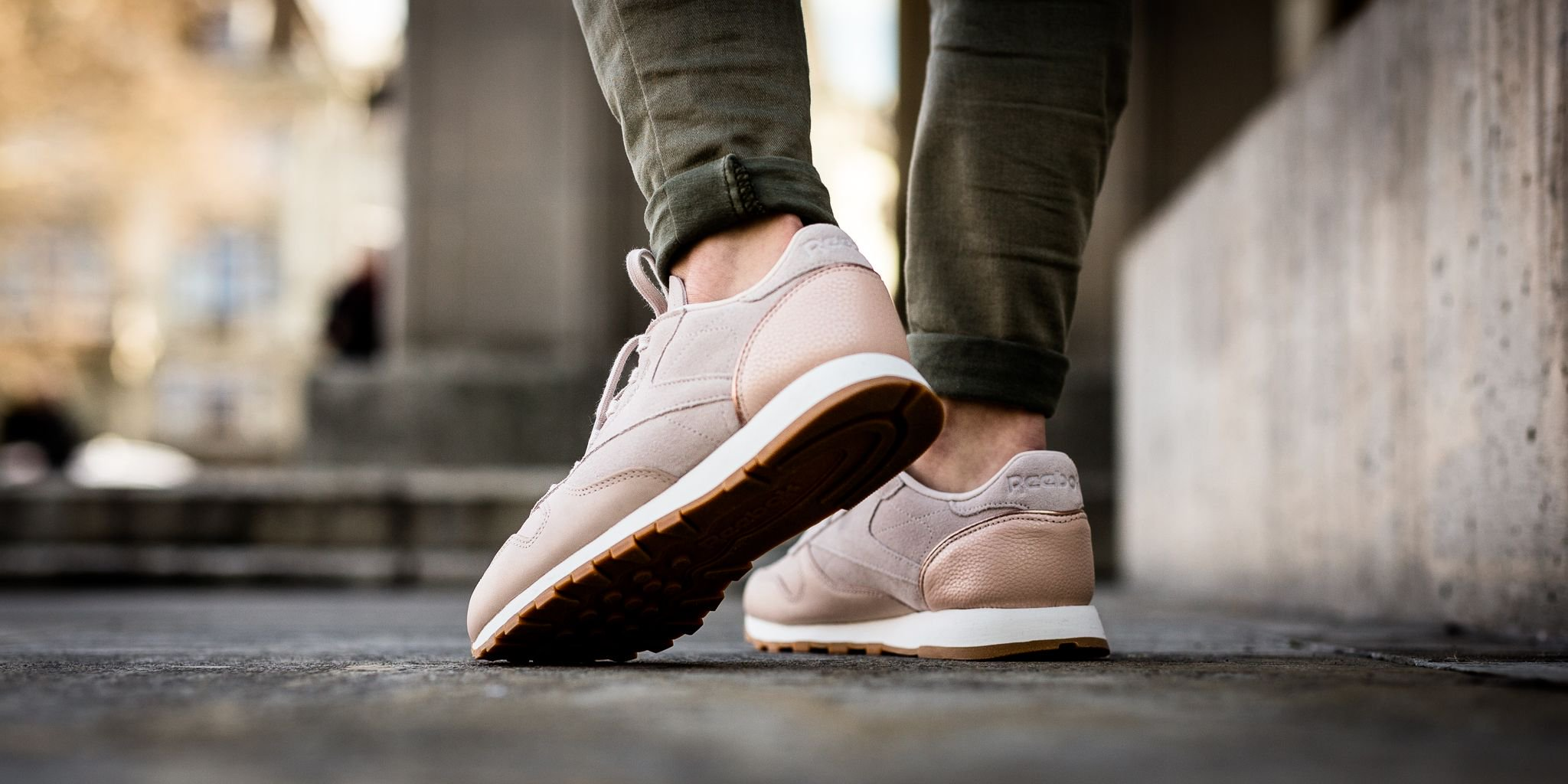d6271961150 ... Reebok Classic Leather Golden Neutral - Vegtan-Sandtrap Rose Gold Chalk Lead  ...