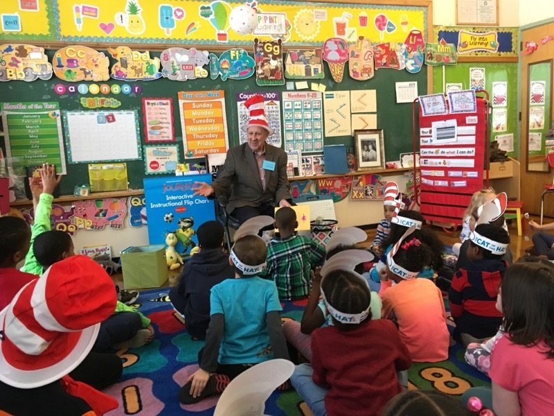 Former WI governor Jim Doyle reads to K5 and 2nd grade students at 81st Street School #ReadAcrossAmerica https://t.co/lo5Ynh7NkF