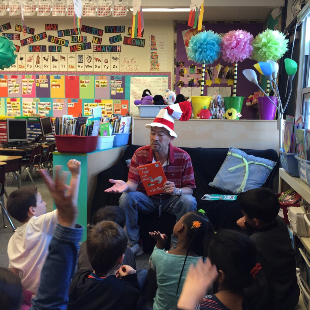 Our guest reader for Read Across America. #DrSeuss @DUSD4kids @FredPrincipal https://t.co/COUhRWk1wJ