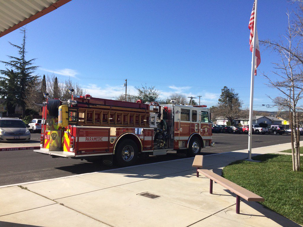 Love how the community supports our students! Thx Alameda Cnty Fire! @DUSD4kids @FredPrincipal #ReadAcrossAmerica https://t.co/tKGOGaQeyw