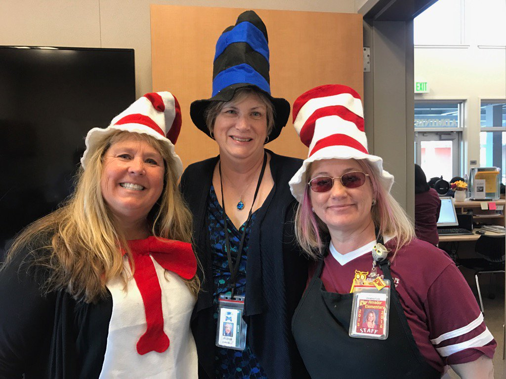 Staff come together to celebrate Dr Seuss BDay @AESowls @DUSD4kids #celebratedublin #DrSeussbirthday @hollyscrogginsr https://t.co/qoQa5FFLJ8