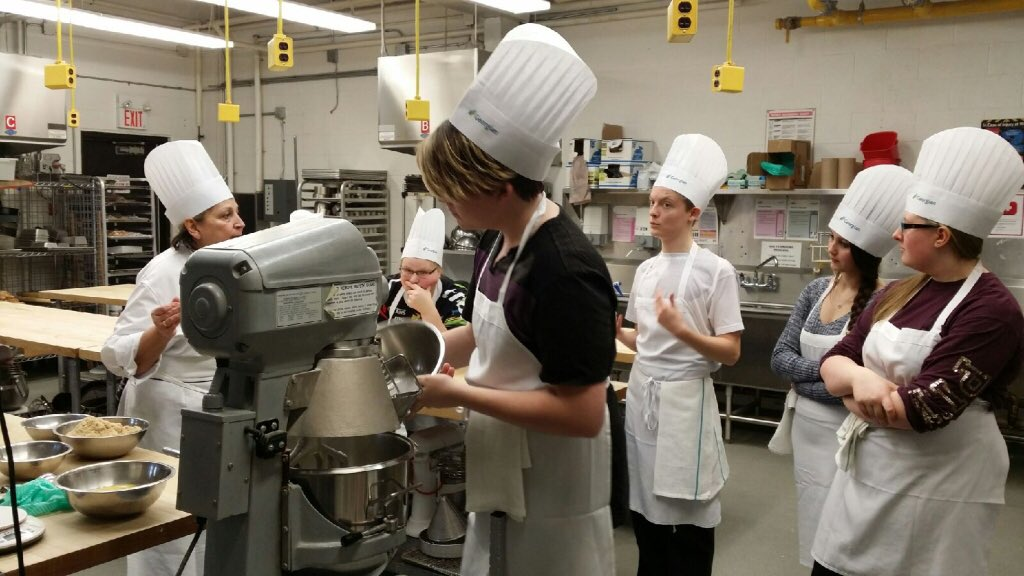 Hospitality and Tourism SHSM class gaining some skills @georgiancollege in Barrie! @SMCDSB https://t.co/hfLnieTHJd
