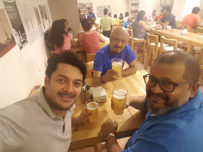 After a fantastic session of football with @ShantanuMoitra arrives @aniruddhatony n here we r drinking beer...😄😄😄 https://t.co/2JfDufWmHk