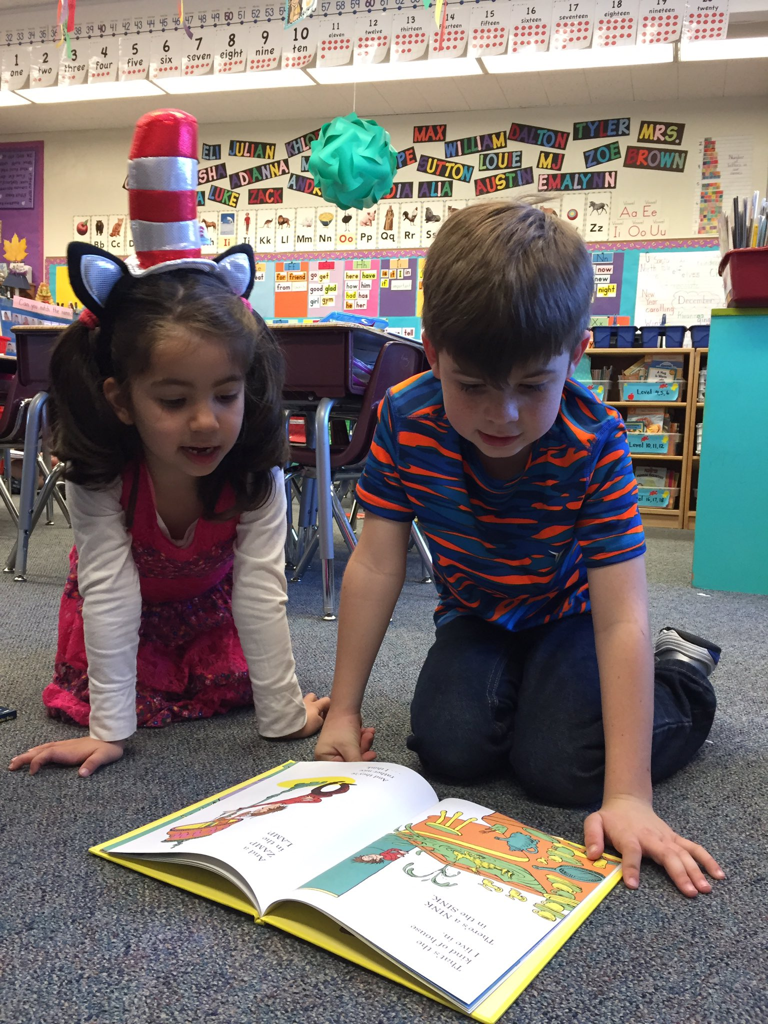 Happy #ReadAcrossAmerica day celebrating #DrSeuss with reading buddies in first grade @DUSD4kids @FredPrincipal https://t.co/DKwr5a6dau