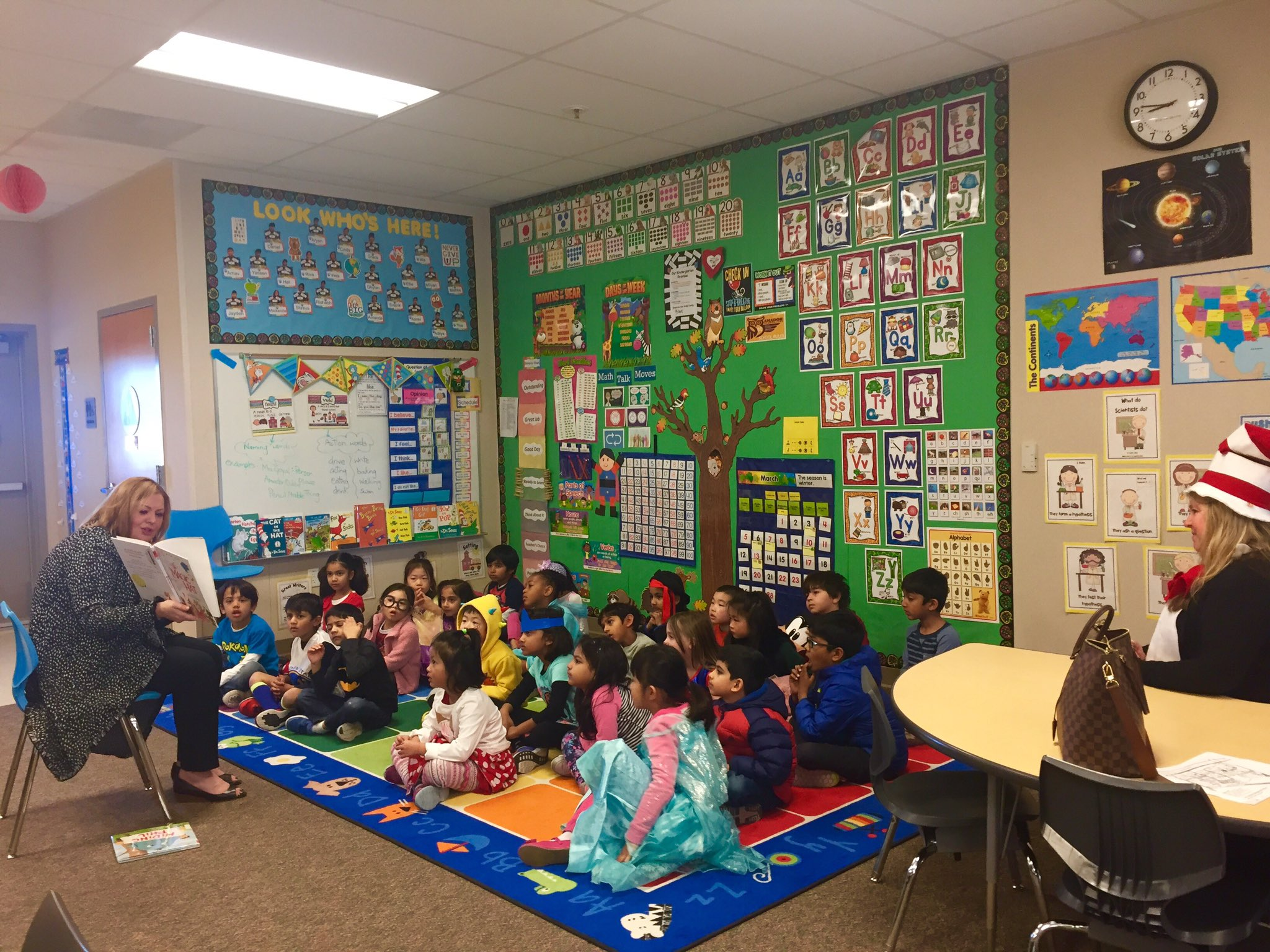 Thank you Dr. Boozer for being our special reader😊#K102 is super lucky!! @DUSDSupt @hollyscrogginsr @AESowls @DUSD4kids https://t.co/y1jvRuT7eA