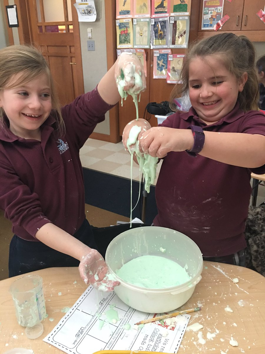 #Oobleck with cornstarch, water, and food coloring in honor of #DrSeussDay! #juniorscientists #waexcels<br>http://pic.twitter.com/LNdFJBhIZ0