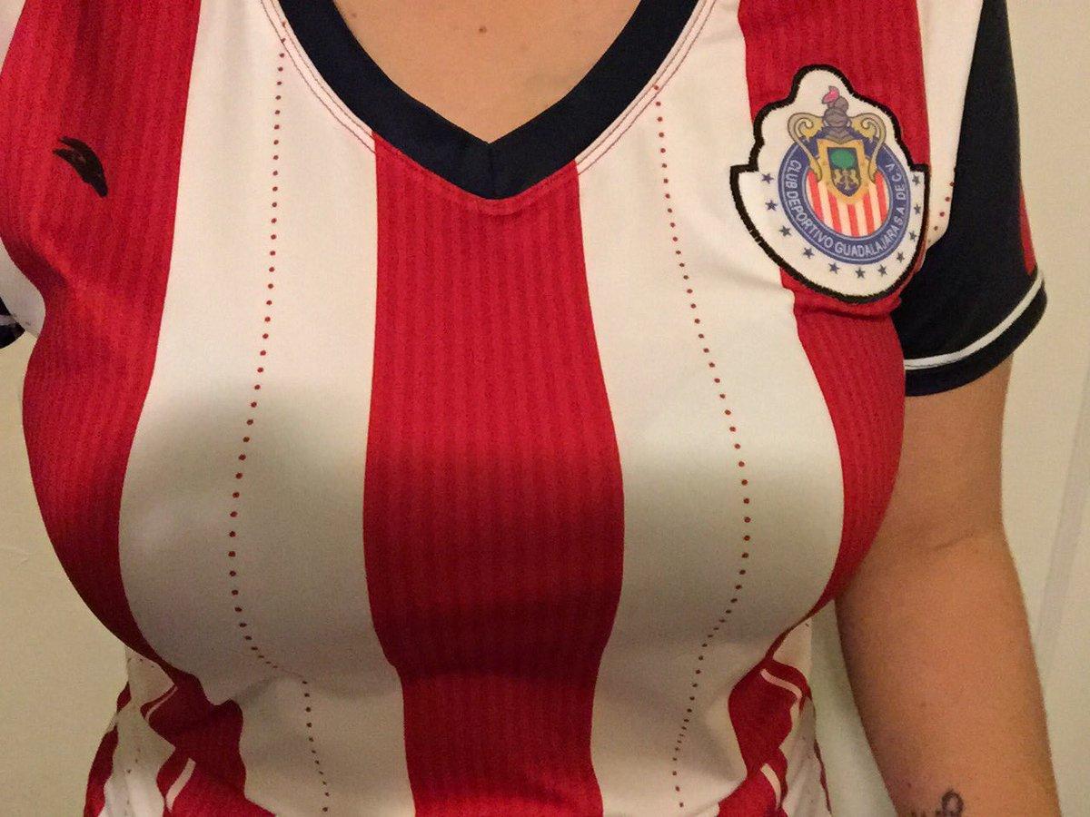 Y ARRIVA MIS AMADAS @Chivas #1  Aquí les dejo las rallitas de mi prima  #Feliz pero sigo siendo el Reyyyyyy <br>http://pic.twitter.com/ZJraXsPC5B