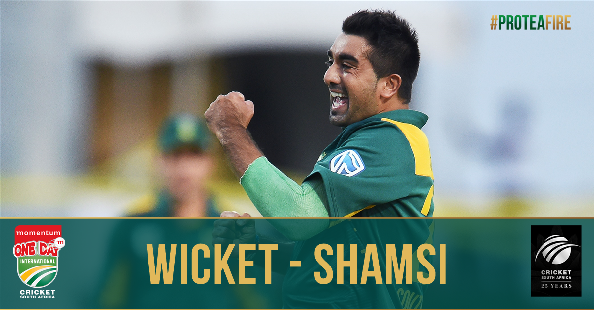 GOT HIM! Wicket for @shamsi90! Williamson is bowled for 59. NZ 108/5 (...