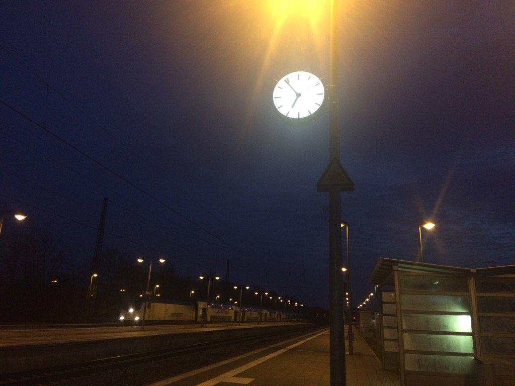 Auf nach Dresden! #Sundaymotivation #H96 #SGDH96 #NiemalsAllein ⚫️⚪️💚...