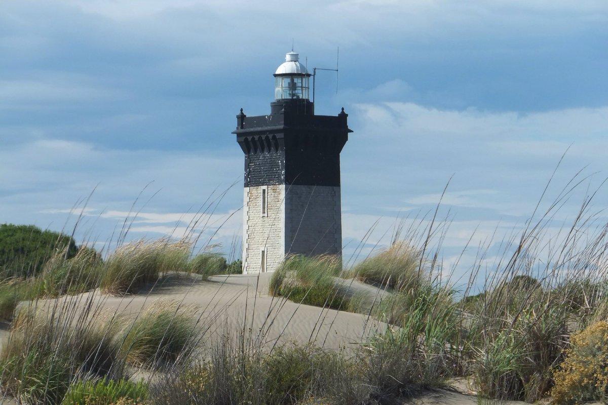 En ce beau dimanche pourquoi ne pas découvrir le phare de l&#39;Espiguette #Gard mais connaissez-vous son histoire ??  http:// bit.ly/2lvI16V  &nbsp;  <br>http://pic.twitter.com/6EZoYr3SI9
