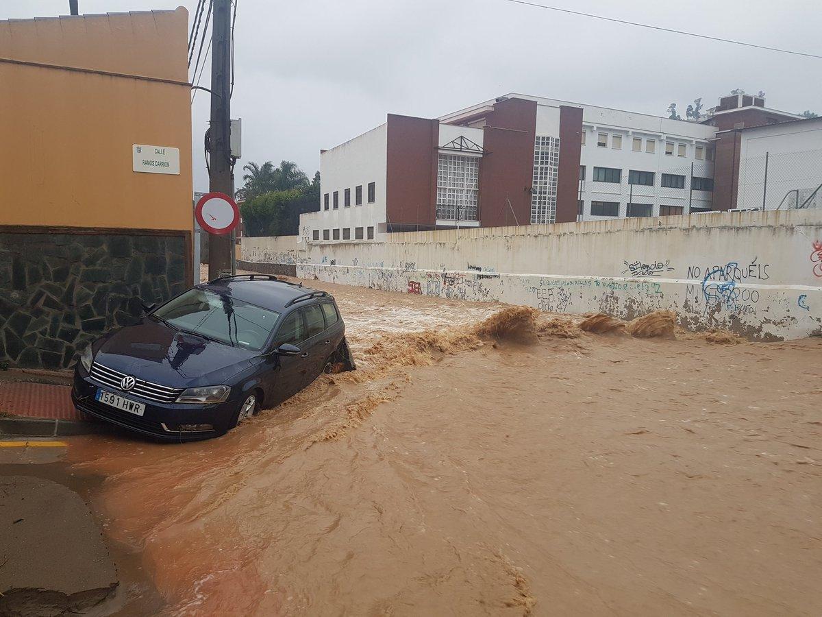 Los daños provocados por la monumental tormenta sobre #Malaga #trombaM...