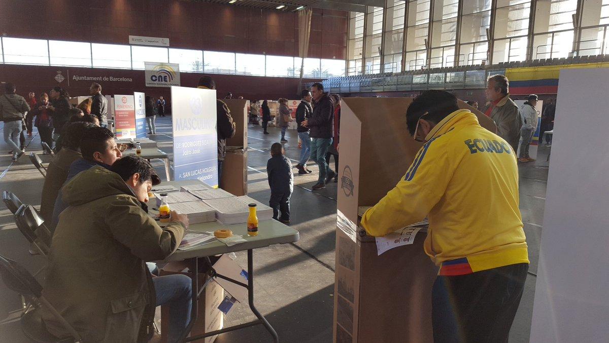 Jornada electoral se desarrolla a paso lento en Barcelona, España. ► h...