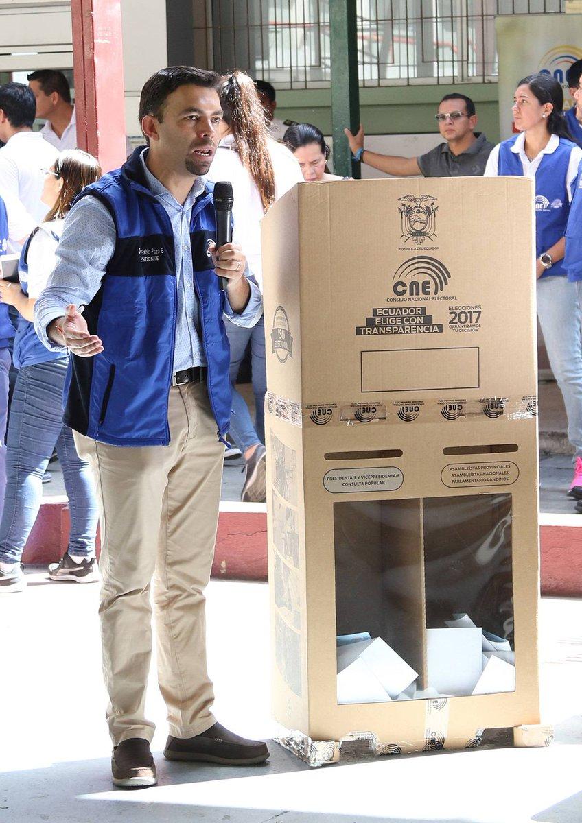 La urna-biombo se estrena; cada una cuesta $ 5 al Estado. ► https://t....