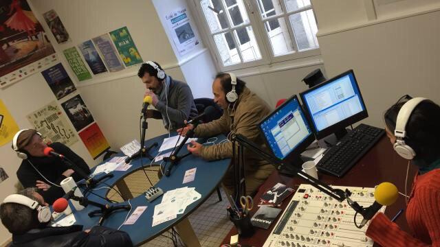 #Radio fait la part belle aux bénévoles #ChâteauGontier | via @ouestfrance  https://www. ouest-france.fr/pays-de-la-loi re/laval-53000/l-autre-radio-fait-la-part-belle-aux-benevoles-4809426 &nbsp; … <br>http://pic.twitter.com/9ysL1JOQrr
