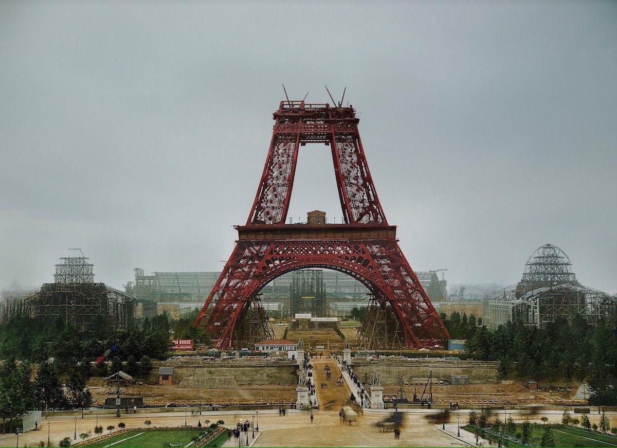 Un petit tour du côté de la Tour...oui mais en 1888...#Paris @LaTourEiffel #France #tourism #tourisme  http:// paris-visites.wixsite.com/paris-visites  &nbsp;      #turismo<br>http://pic.twitter.com/gbRMy492MO