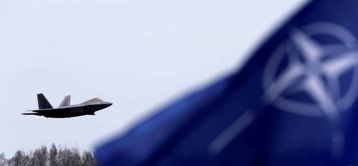 Quatre pays de l'#OTAN préfèrent la #Russie aux #EtatsUnis, selon un sondage   https:// francais.rt.com/international/ 34192-quatre-pays-otan-preferent-russie-pas-usa &nbsp; … <br>http://pic.twitter.com/XD2m39eW9Y