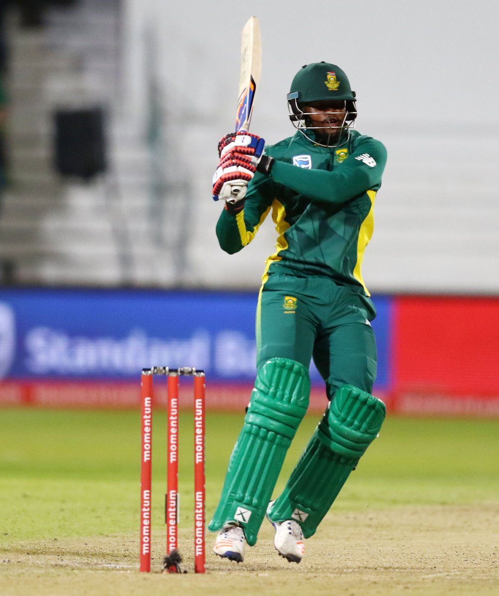 SA 173/6 after 30. They need 35 to win. de Villiers 26* (24), Phehlukw...