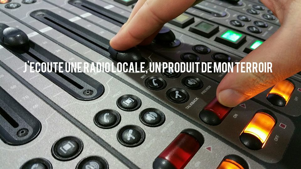 Je consomme à proximité, j&#39;écoute une #radio locale ! Facebook :  http:// bit.ly/2fVurIu  &nbsp;  <br>http://pic.twitter.com/AIn6NaVvID