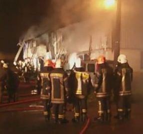 🔴 LO ÚLTIMO |  Gran incendio en Puerto Montt dejó a tres personas fall...