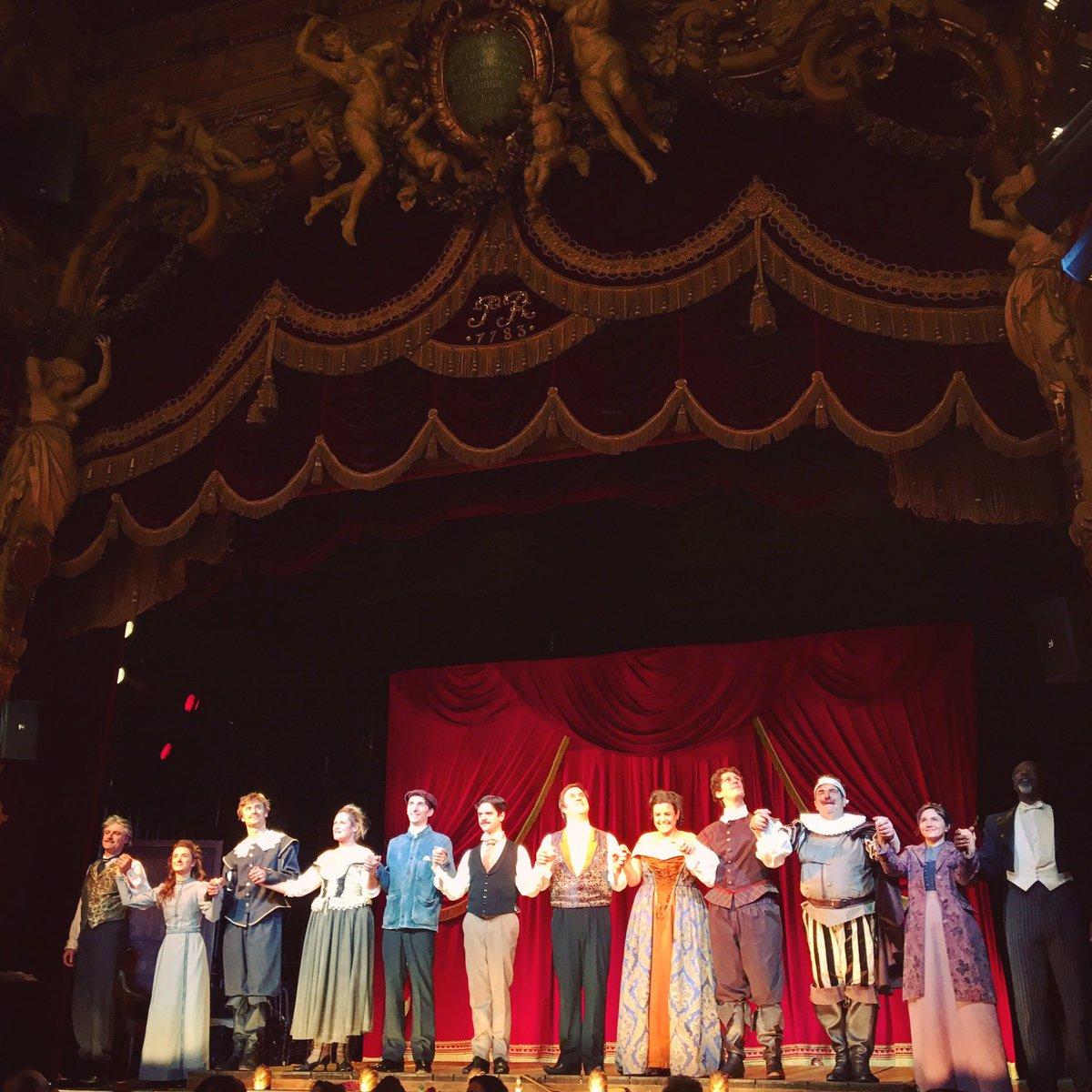 .@mistermichalik rend un bel hommage à Rostand mais aussi au théâtre, plus largement. Drôle &amp; brillant #Edmond #masterpiece @ThPalaisRoyal<br>http://pic.twitter.com/92gKOFT4zf