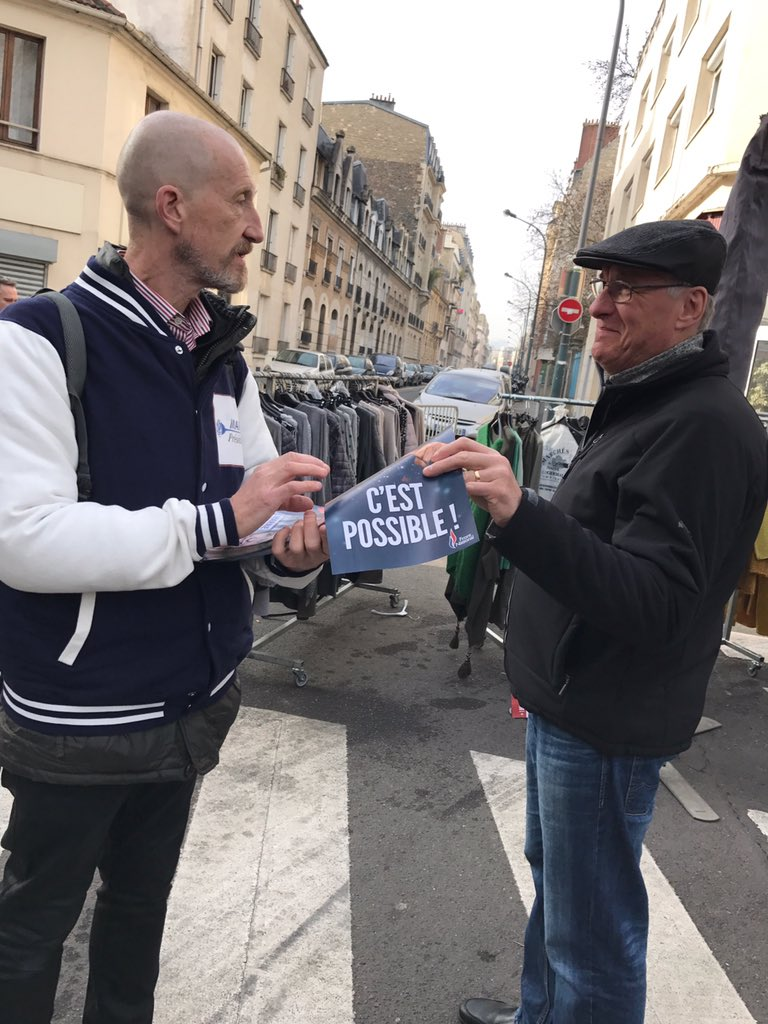À #Asnieres les habitants de la #circo9202 nous le disent: &quot;Ça ne sera ni #Fillon ni #Macron ça sera #Marine!&quot; #Presidentielle2017 #FN #FN92<br>http://pic.twitter.com/T1dLx091I3