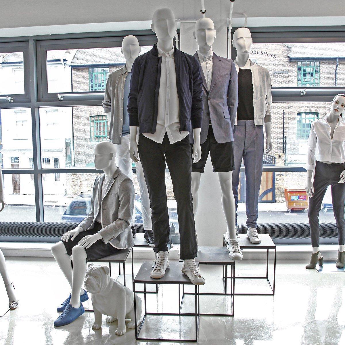 Profile Man in the new look London showroom #mannequin #mannequins #display #vm #london #visualmerchandising #vitrine #nyc#fashion #dubai<br>http://pic.twitter.com/spTflolwBu