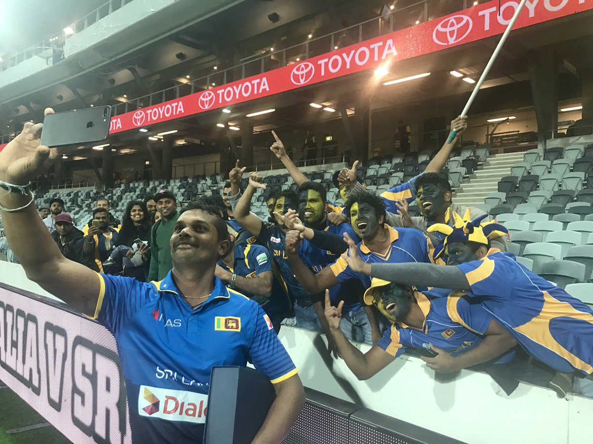 Selfies with the man of the moment! 🇱🇰🙌 #AusvSL https://t.co/cGMTi3RUS...