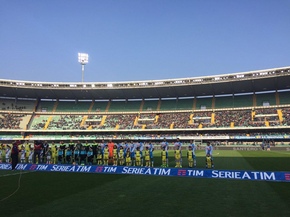 #ChievoNapoli, squadre in campo! @SerieA_TIM ⚽️ #ForzaNapoliSempre htt...