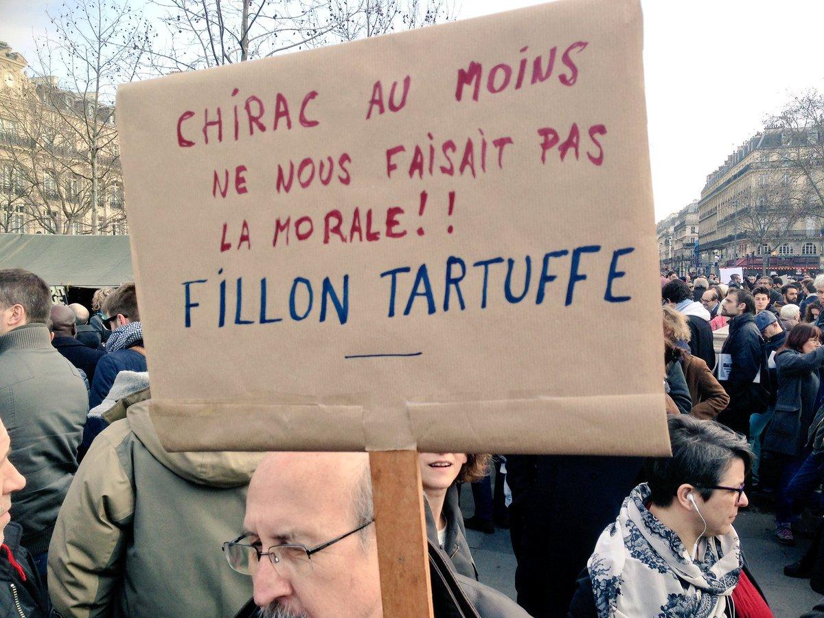 #StopCorruption mobilisation #FillonGate #fillon #PenelopeFillon #PenelopeGate #paris #republique<br>http://pic.twitter.com/EmCizz7o5O
