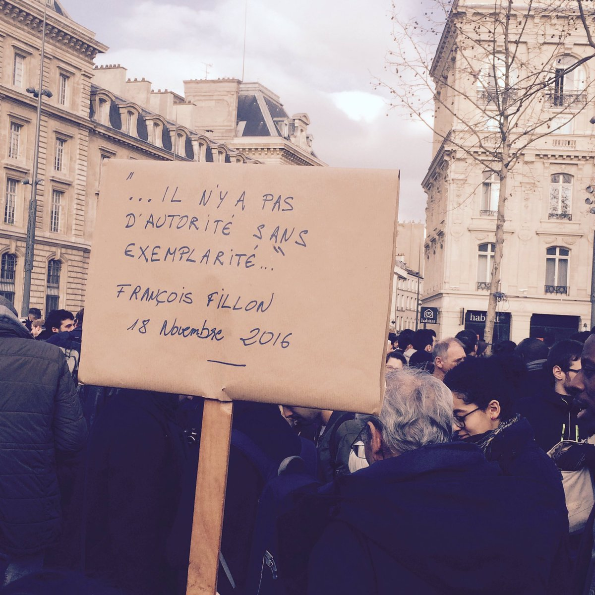 #France #Update A François Fillon quote on exemplarity during #stopcorruption protests in #Paris Via @fabricearfi<br>http://pic.twitter.com/ayT2AzPgs2