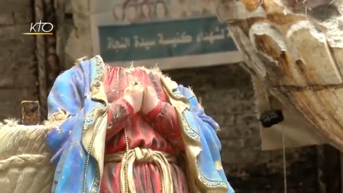 Pour saisir les angoisses physiques et spirituelles des chrétiens en #Irak passez une heure avec eux, chez eux:   https://www. youtube.com/watch?v=mBeeO8 KcBMA&amp;sns=tw &nbsp; … <br>http://pic.twitter.com/Ez9RVNrhed