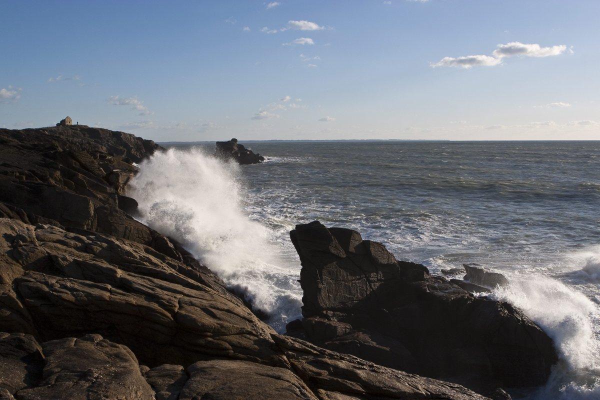 Côte sauvage de Quiberon : un septuagénaire meurt en tombant des rochers  http:// bit.ly/2mc3UFB  &nbsp;   #Faitsdivers <br>http://pic.twitter.com/nHIOk9l8vS