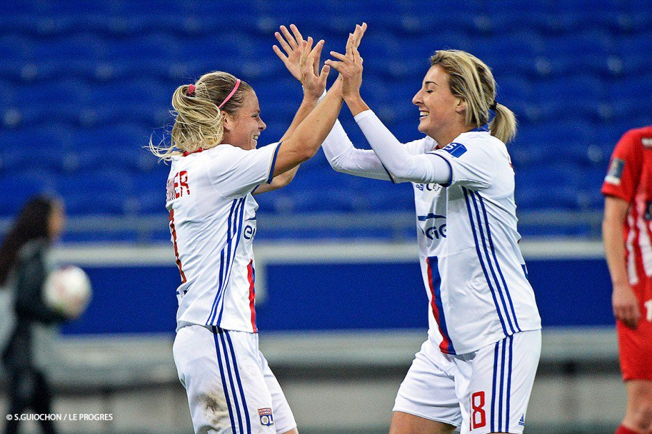 Pendant ce temps-là, l&#39;#OLFéminin s&#39;est imposé à 5 buts à 0 sur la pelouse de Guingamp en @coupedefrance #matchOLTV #OLDFCO<br>http://pic.twitter.com/BfWAnrp4nR