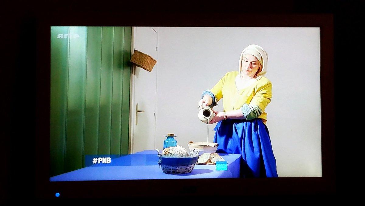 #OMFG le #lolz du jour : @socadance aka La Laitière de Vermeer dans @PersonneNeBouge <br>http://pic.twitter.com/2QJwi3XA90