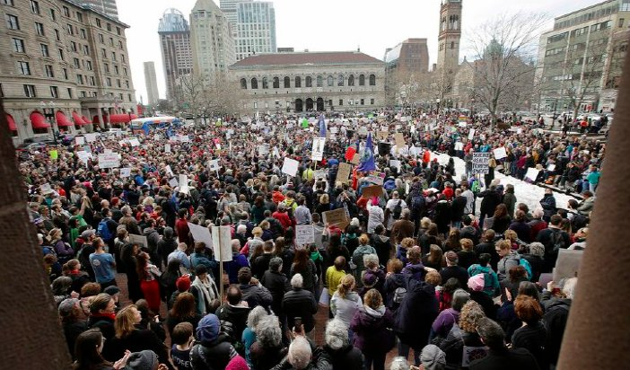 Hundreds rally in Boston against Trump's 'attack' on science washex.am/2lYfYOv