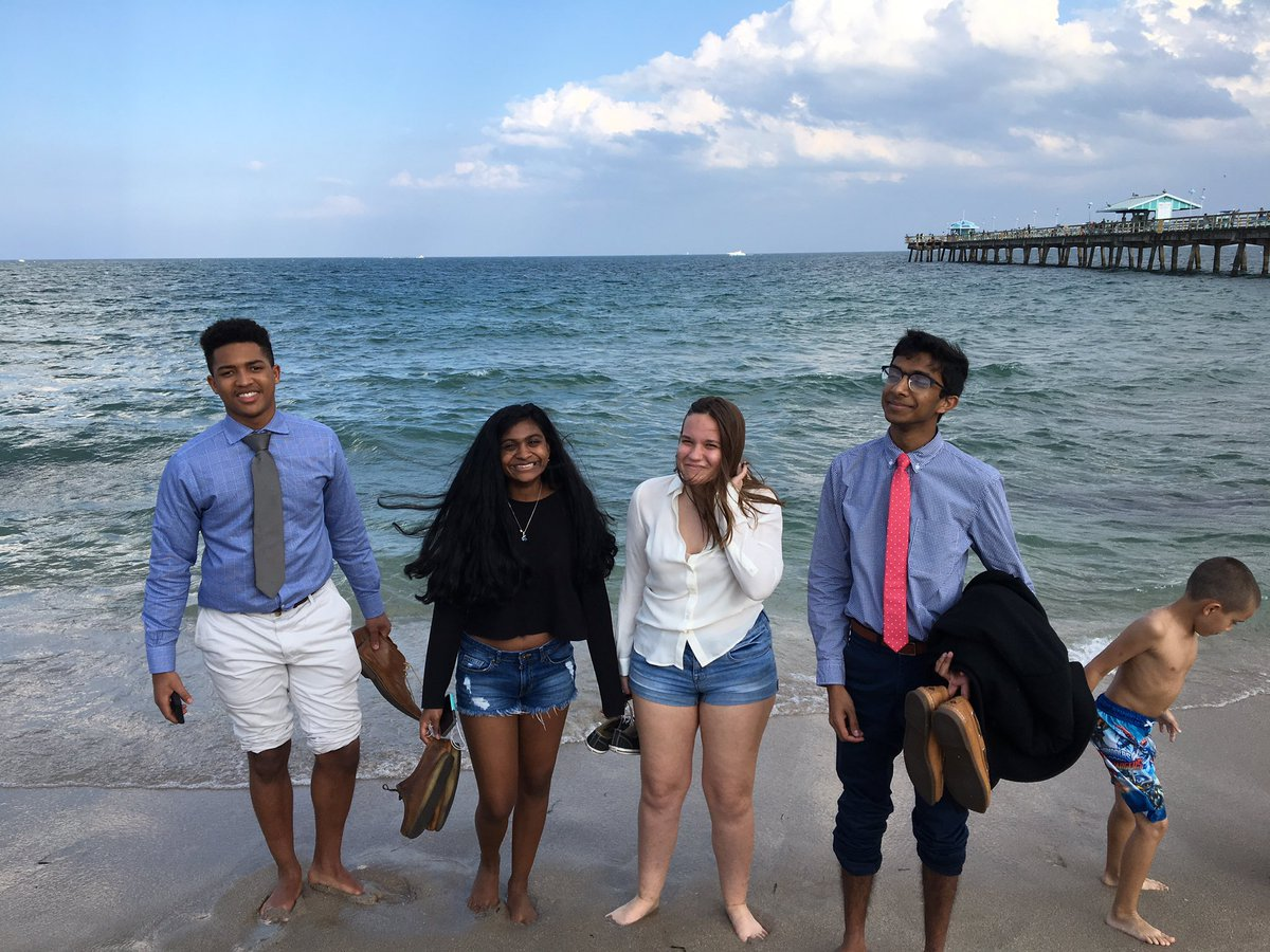 Couldn&#39;t leave without seeing the ocean! While AH debated finals, their teammates got 15 min at the beach. #Debate <br>http://pic.twitter.com/zWv2NDUIM2