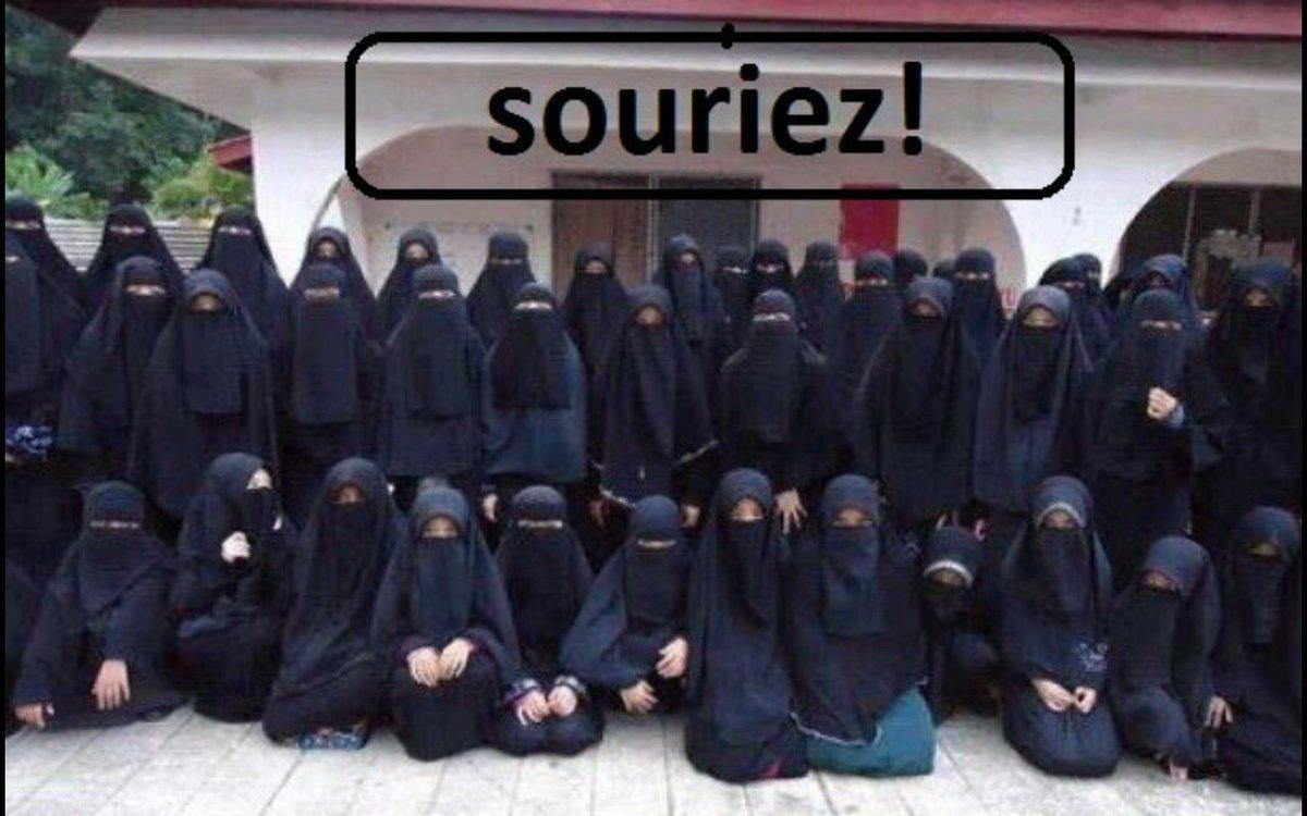 Se faire imposer l&#39;#islam par ses 1er ministres,faut le faire!#Trudeau #couillard #polcan #polqc #assnat #laïcité #islamisation<br>http://pic.twitter.com/9NVsQ1IBfR