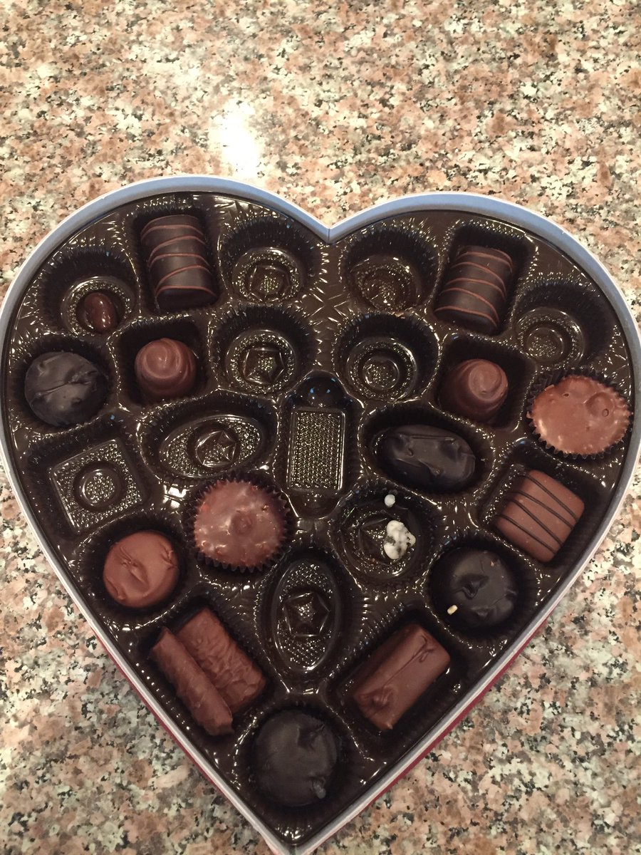 This is my box of Valentine&#39;s Day candy. I did not eat any of the candy. Yet there are empty spaces. #Russiansdidit MM <br>http://pic.twitter.com/jgxs02MdxF